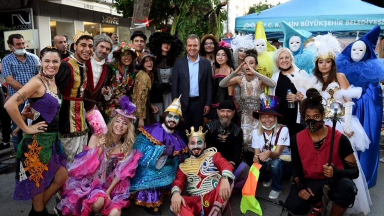 Mersin'de Başkan Seçer Çamlıbel Sokak Festivali'ne katıldı