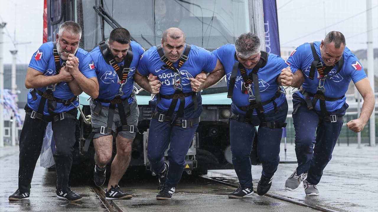 İstanbul'da 'Metro İstanbul Strongman Challenge Tren Çekme Yarışması'