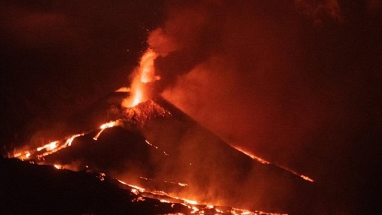 Cumbre Vieja Yanardağı, 19 Eylül'den bu yana kül ve lav püskürtmeye devam ediyor