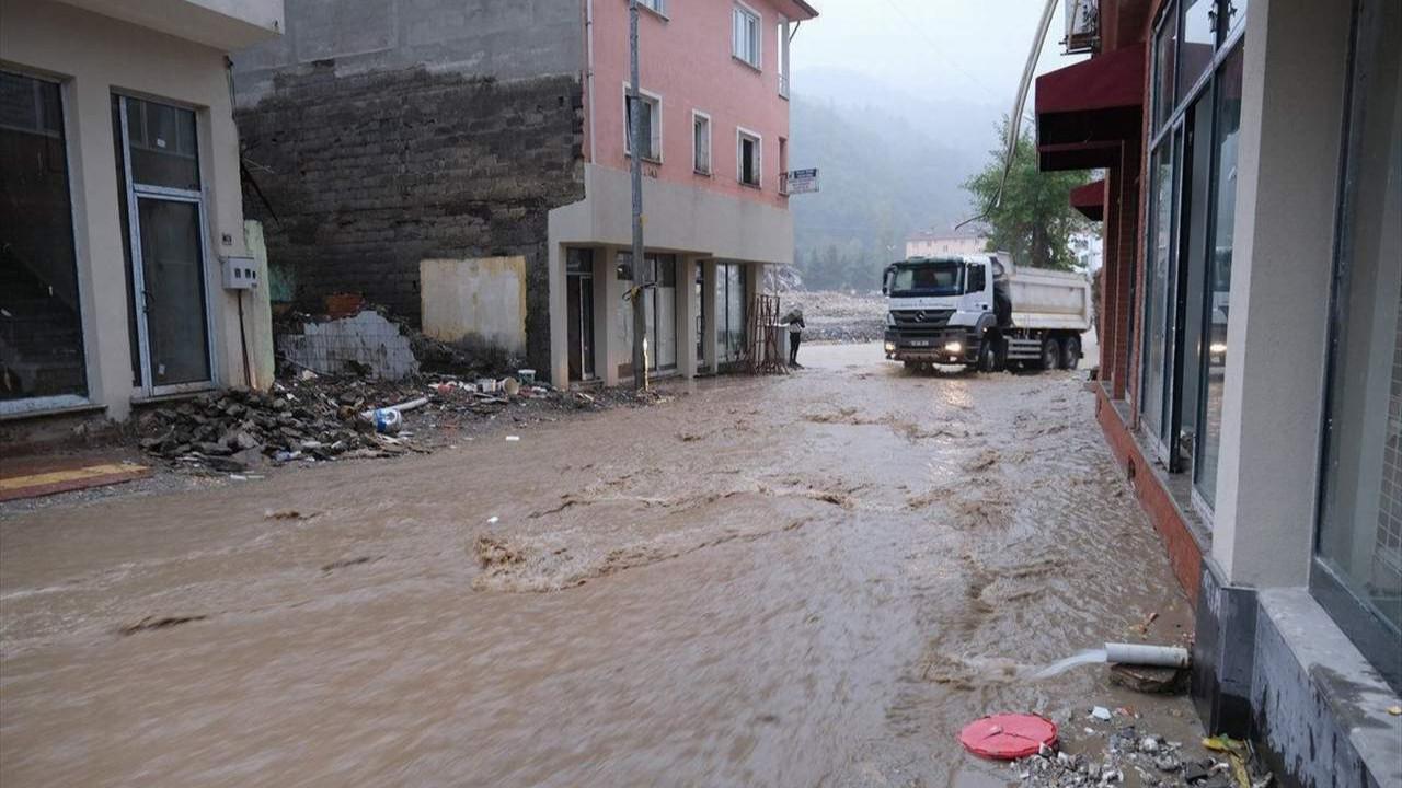 Selde onlarca kişinin öldüğü Kastamonu yine sular altında kaldı...