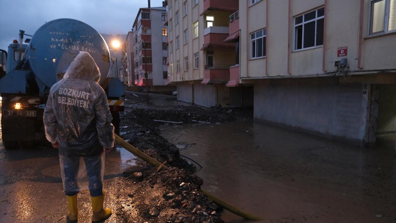 Selde çok sayıda kişinin öldüğü Kastamonu yine sular altında kaldı...