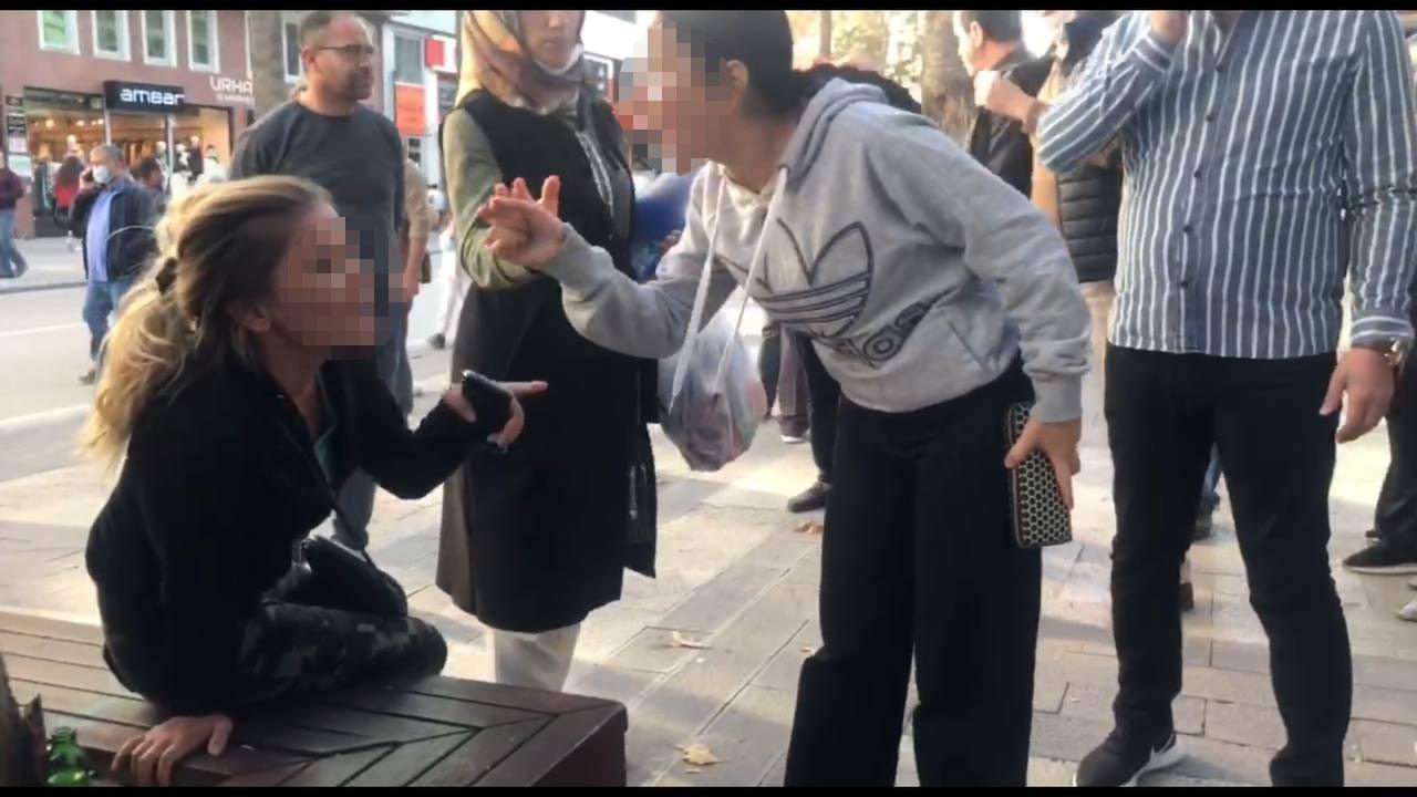 Babasının yasak aşk yaşadığı kadını herkesin içinde dövdü