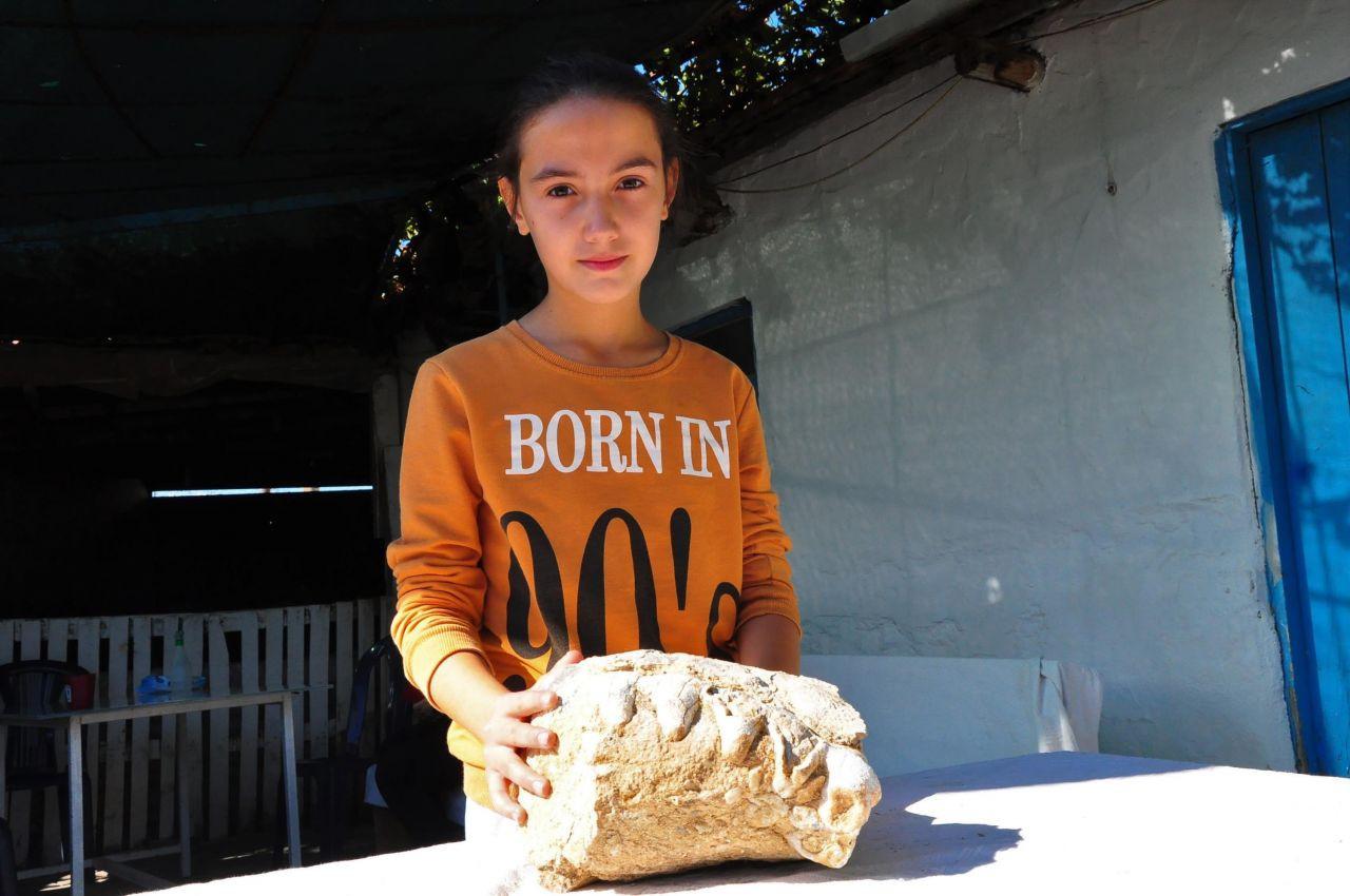 Tarladan dönerken buldu: 10 yaşındaki Elçin'den büyük keşif