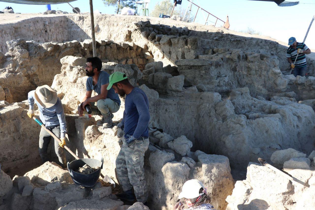Türkiye'de 4 bin yıllık çöplük gün yüzüne çıkarıldı