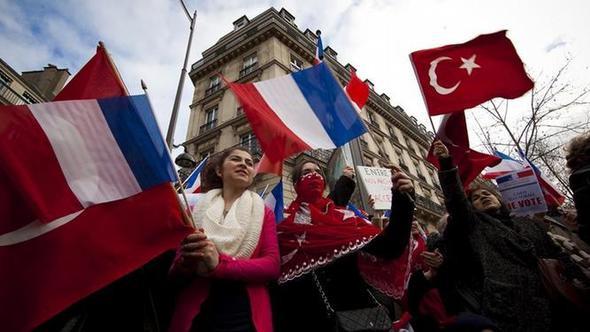 Fransa'da Türkiye düşmanlığında birleştiler !