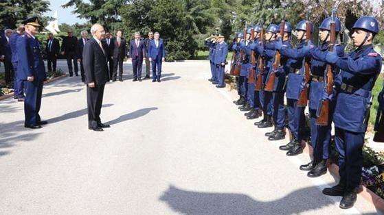 Kılıçdaroğlu niçin askeri törenle karşılandı ?