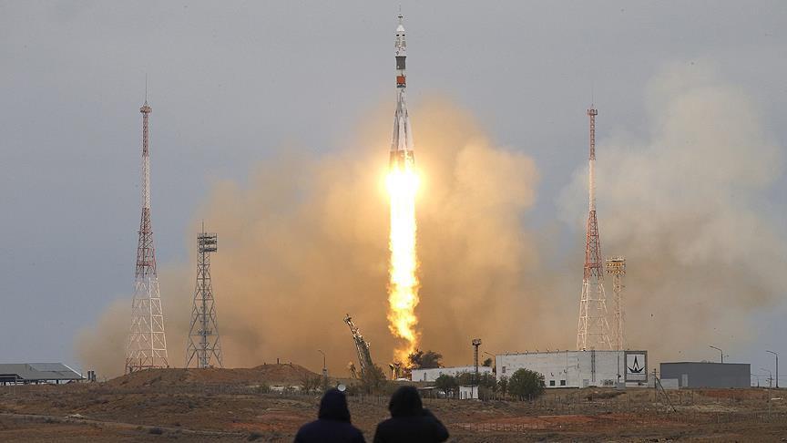 Astronot ve kozmonot taşıyan Soyuz kapsülü fırlatıldı
