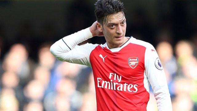 Mesut Özil satışa çıkardı ! Bir saatte tükendi...