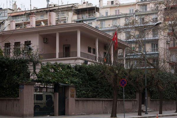 Türk Konsolosluğu'na molotoflu saldırı