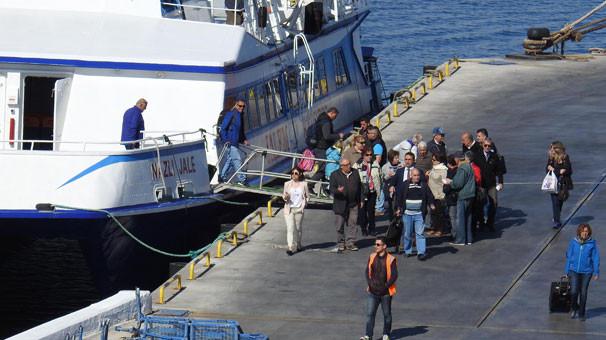 Dikili-Midilli arasında feribot seferleri başladı