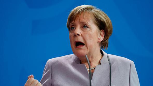 """Bir tepki de Merkel'den: """"Utançtır"""""""