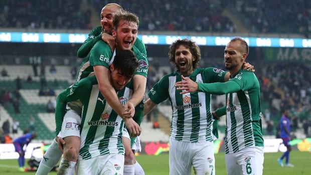 Bursaspor Karabükspor'u Timsah Arena'da dağıttı !