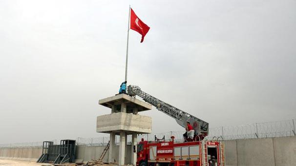 Türk bayrağının yeri değiştirildi
