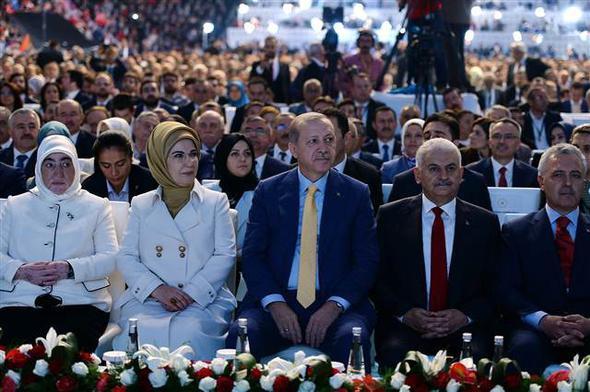 AK Parti kongresinde sürpriz davetli