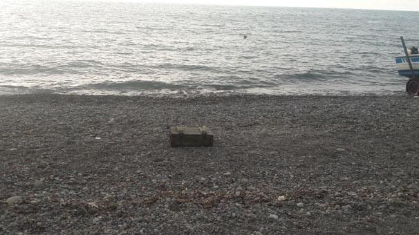 Mühimmat dolu sandık kıyıya vurdu