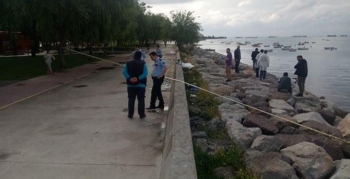 Kartal'da erkek cesedi kıyıya vurdu
