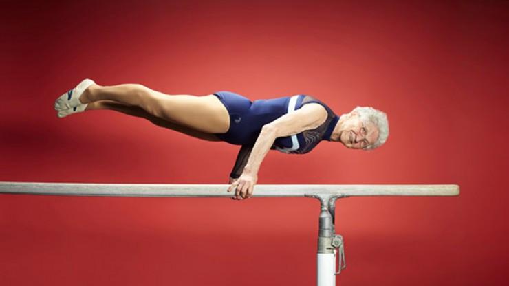 92 yaşındaki ninenin jimnastik şovu ağızları açtık bıraktı