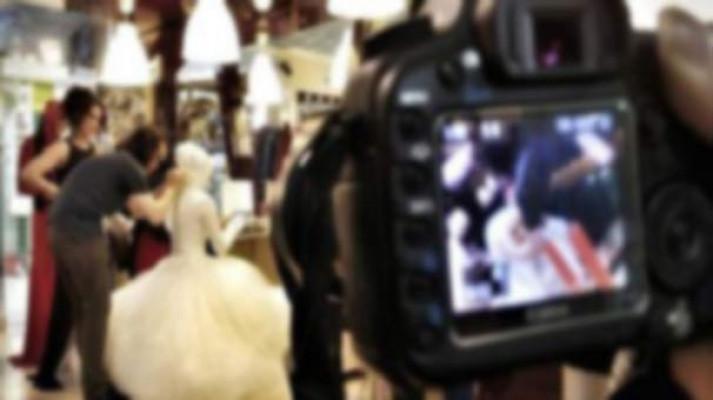 Düğünde kameraya kaset koymayı unutunca...