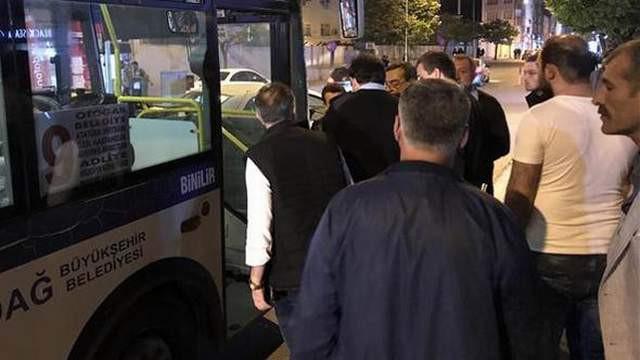 Halk otobüsünde dehşet; kadın yolcu şoförü bıçakladı