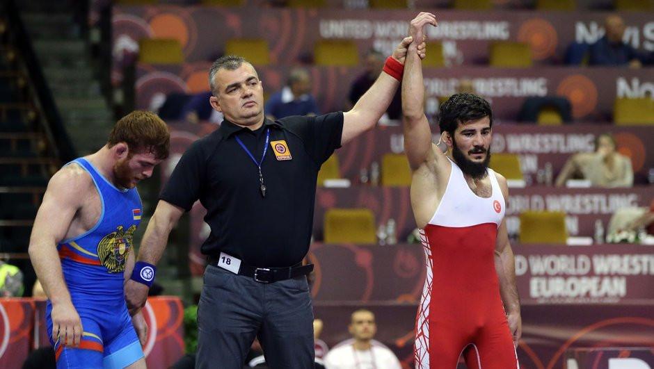 Güreşte bir altın madalya daha !