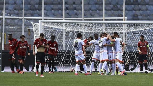 Adanaspor ligde kalma umudunu korudu !