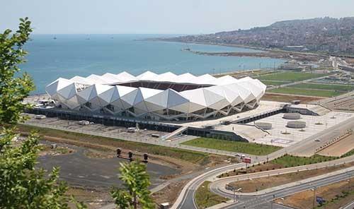 Trabzonspor'un yeni stadını fırtına vurdu