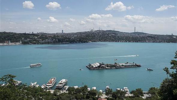 İstanbul Boğazı'nda şaşırtan renk ! Sebebi ne ?
