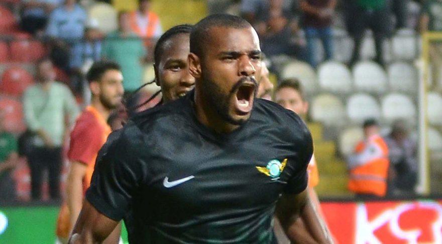 Akhisar'da alternatif golcü aranıyor