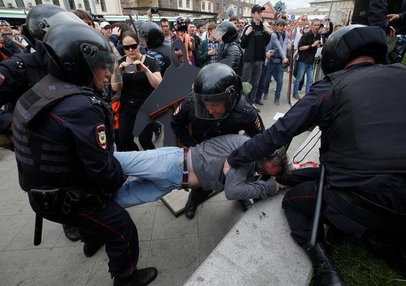 Rusya birbirine girdi ! Yüzlerce gözaltı var