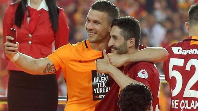 Podolski'den Sabri Sarıoğlu paylaşımı...
