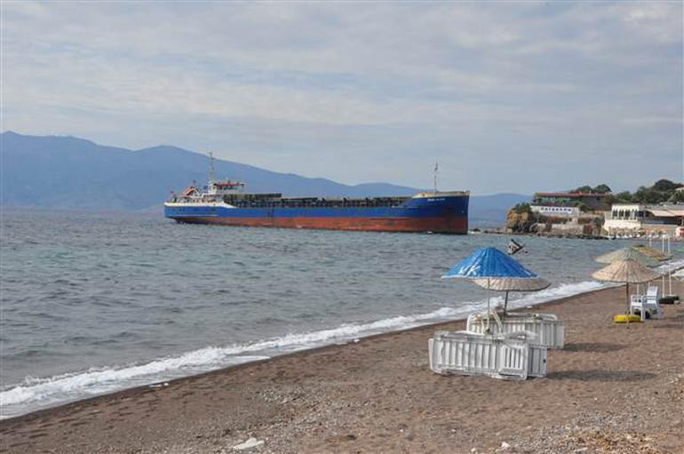 Yük gemisi plaja oturdu !