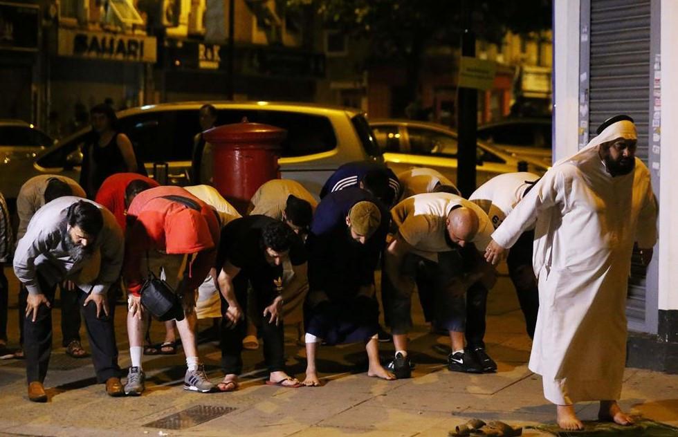 Terör saldırısı sonrası namaz