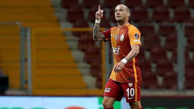 Sneijder Galatasaray'ın kampına katılmayacak