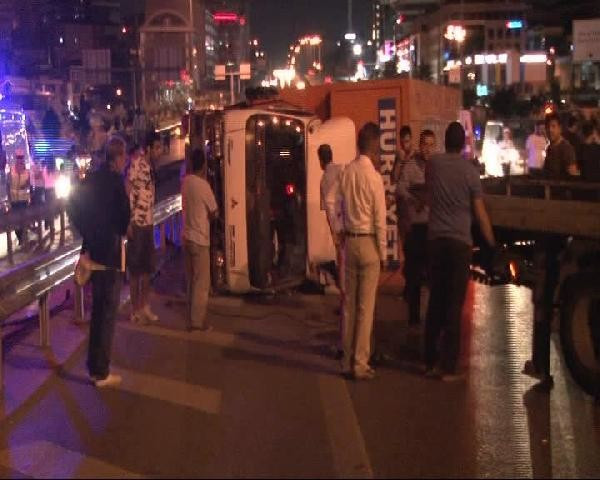 İstanbul'da zincirleme kaza ! Yol kapandı...