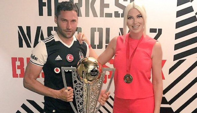 Jelena Karleusa ve Tosic, Beşiktaş - Galatasaray maçını izlemeye geliyor!
