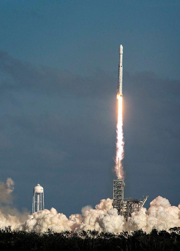 SpaceX'in Falcon Heavy roketi fırlatıldı