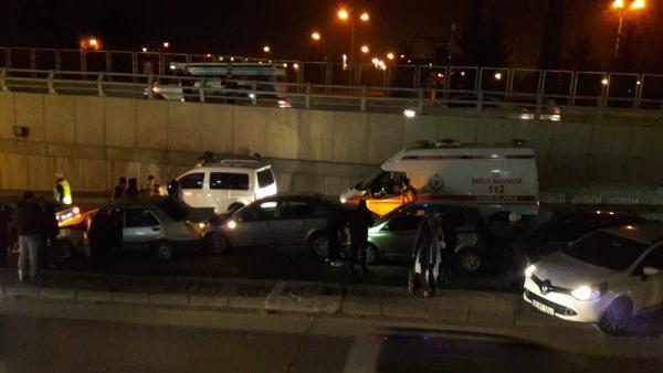 10 araç birbirine girdi: 7 yaralı