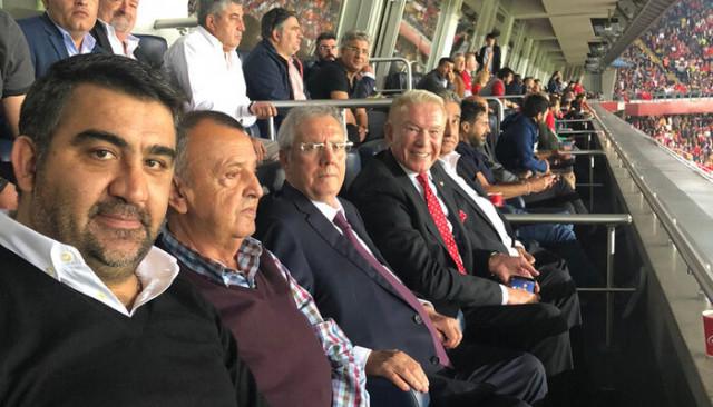 Aziz Yıldırım, Türkiye - Arnavutluk maçını tribünden takip etti