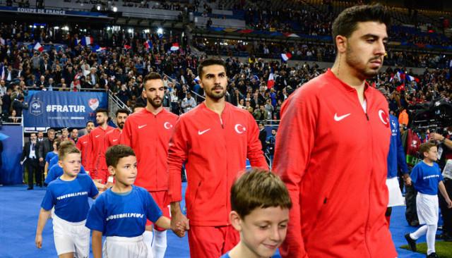 Milan'ın Zeki Çelik'i transfer etmek istediği iddia edildi