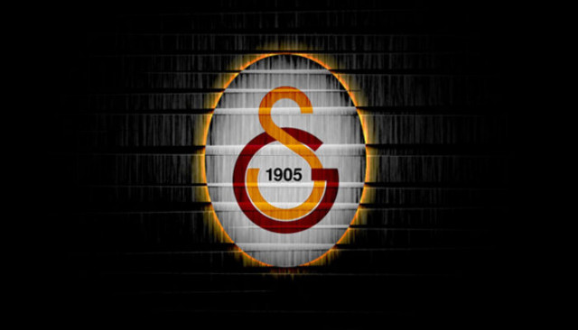 Galatasaray'da Şener Özbayraklı sakatlandı