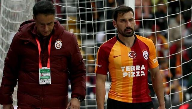 Galatasaray'da Şener Özbayraklı en az 3 hafta yok