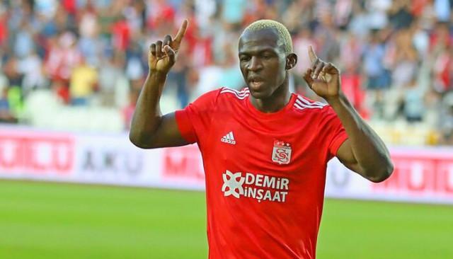 Sivasspor'un dedesi Arouna Kone kulübede boş oturmuyor