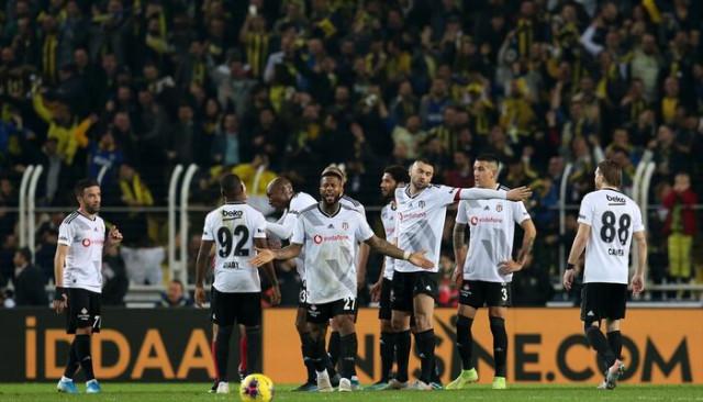 Beşiktaş'ın yıldızı için flaş transfer iddiası!