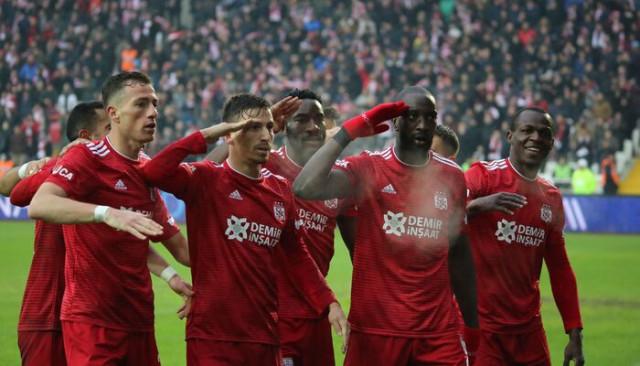 Sivasspor, Süper Lig'de ilk devreyi 3. kez lider tamamladı