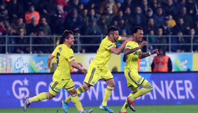 Fenerbahçe, Süper Lig'de ilk yarıyı umutlu tamamladı