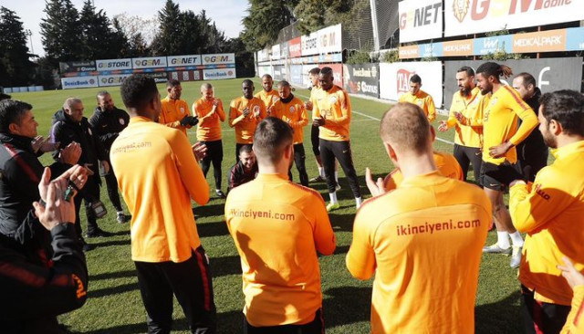 Mbaye Diagne, Christian Luyindama ve Kostas Mitroglou'ndan Mustafa Cengiz'e ziyaret