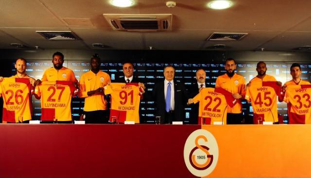 Galatasaray yeni transferi için imza töreni düzenlendi