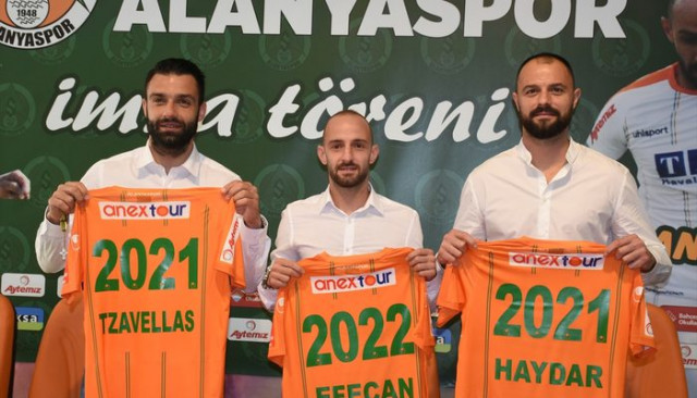 Aytemiz Alanyaspor; Efecan Karaca, Haydar Yılmaz ve Giorgios Tzavellas'ın sözleşmelerini uzattı