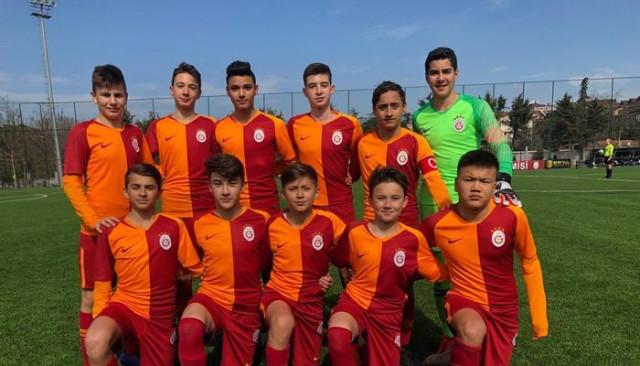 Galatasaraylı Beknaz Almazbekov'dan fair-play örneği