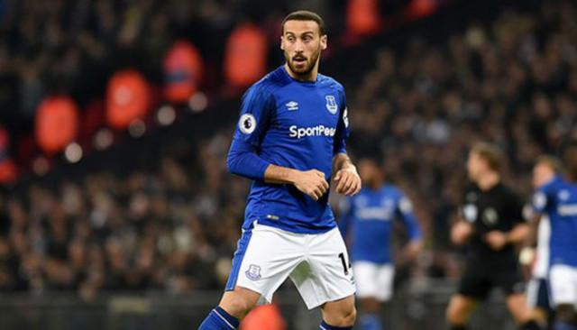 Cenk Tosun ilk maçında giydiği Everton formasını Eskişehirspor'a gönderdi
